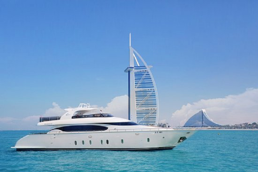 Extravagance Yacht Cruising-Chic And Luxurious Holiday in Dubai Waters